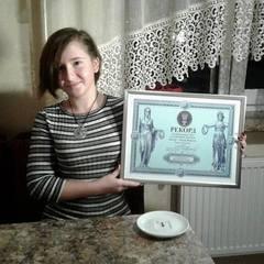 Львівська школярка встановила рекорд, приготувавши мікро-тортик