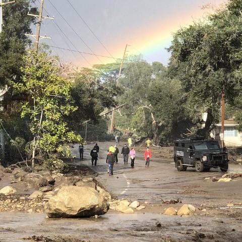 Сильні зливи та зсуви у Каліфорнії: евакуйовано понад 20 тис. осіб, є жертви (фото)