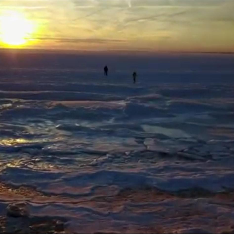 У штаті Массачусетс морози скували океан (відео)