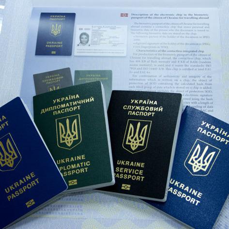 У міграційній службі пообіцяли найближчим часом прискорити видачу біометричних паспортів