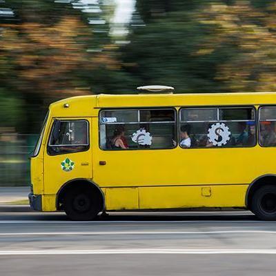 У Тернополі водії маршруток вийшли на акцію протесту (відео)
