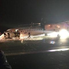 В аеропорту Варшави пасажирський літак здійснив приземлення без переднього шасі