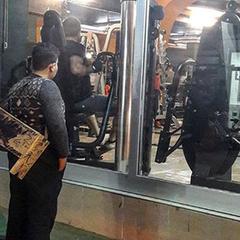 Пухкий сирійський біженець весь час дивився у вікно спортзалу й отримав довічний абонемент від власника