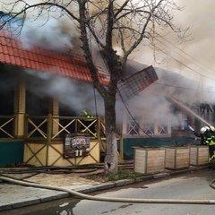 В Одесі горять ресторан, магазин та кафе (фото)