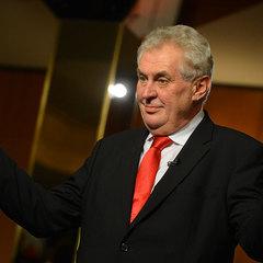 «У нас не Росія». Прем'єр Чехії назвав неприйнятним напад активістки Femen на Земана