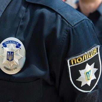 У Харкові затримали поліцейського через погрозу працівникам магазину зброєю