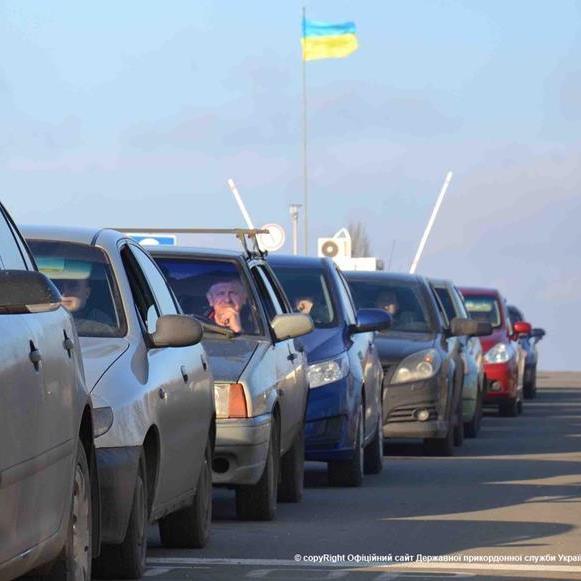 Нові митні правила призвели до черги на українсько-польському кордоні