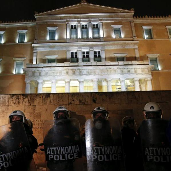 Парламент Греції на тлі протестів ухвалив жорсткі реформи