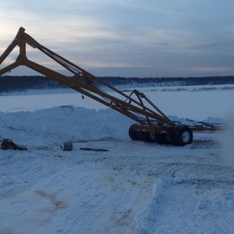 У Росії потонув трактор, рятуючи автокран, який рятував затонулий бензовоз