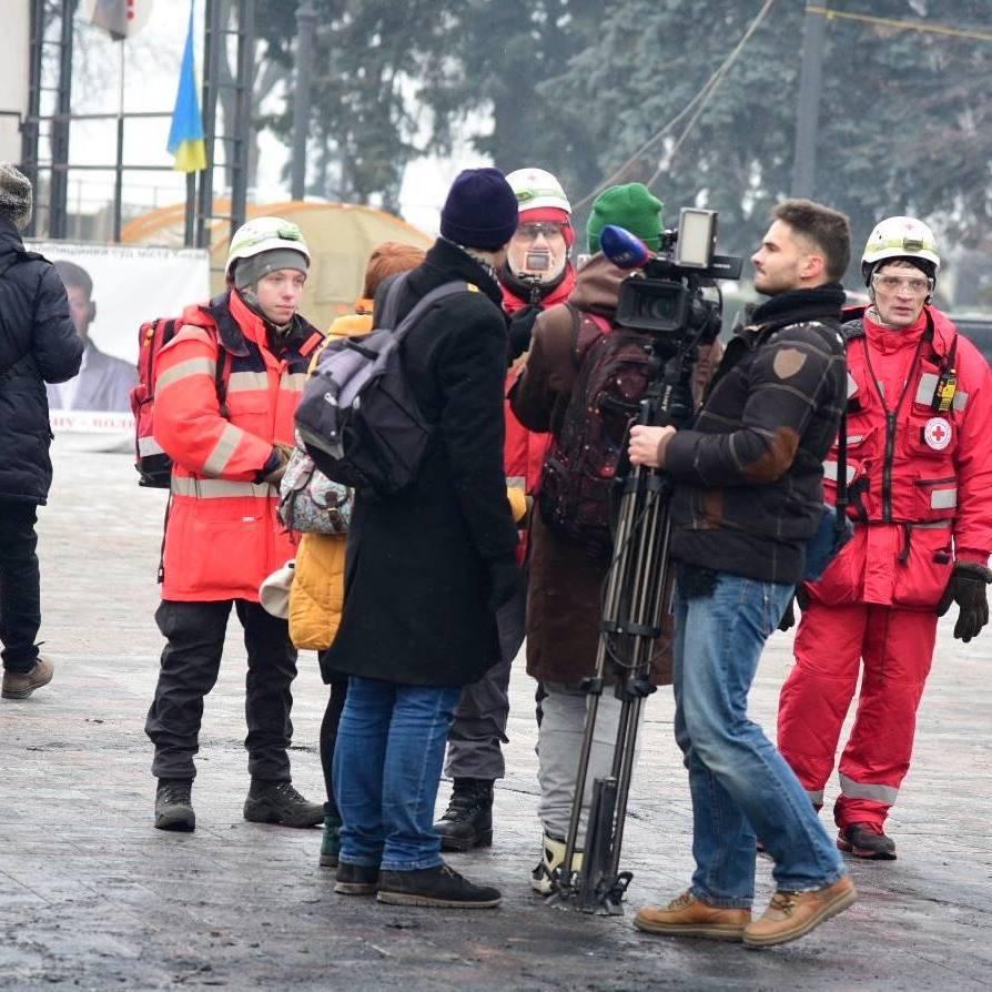 У сутичках під Радою постраждали 20 людей, - Червоний Хрест