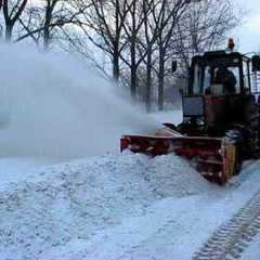 Поліція просить лишати автомобілі вдома і не заважати прибирати сніг