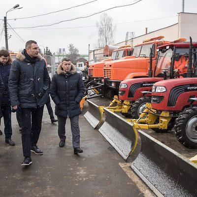 Кличко: «Ми продовжуємо закуповувати снігоприбиральну техніку, щоб оперативно прибирати місто»