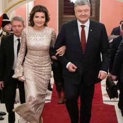 Перша леді на зустріч із дипломатами одягнула ненову сукню (фото)