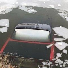 Моторошне ДТП на Одещині: автомобіль пішов під лід (фото)
