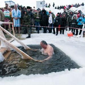 Мер Києва із заступниками пірнув в ополонку на Водохреще