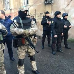 Стрілянина в Одесі: в катакомбах знайшли арсенал зброї