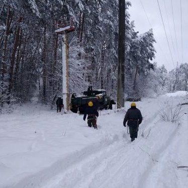 Без електрики лишаються 390 населених пункти, рух на частині дороги Київ – Одеса уповільнено