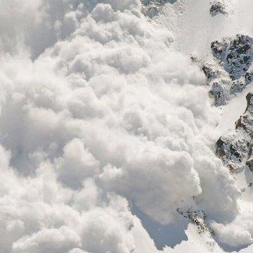 Українців просять остерігатися лавин у Карпатах