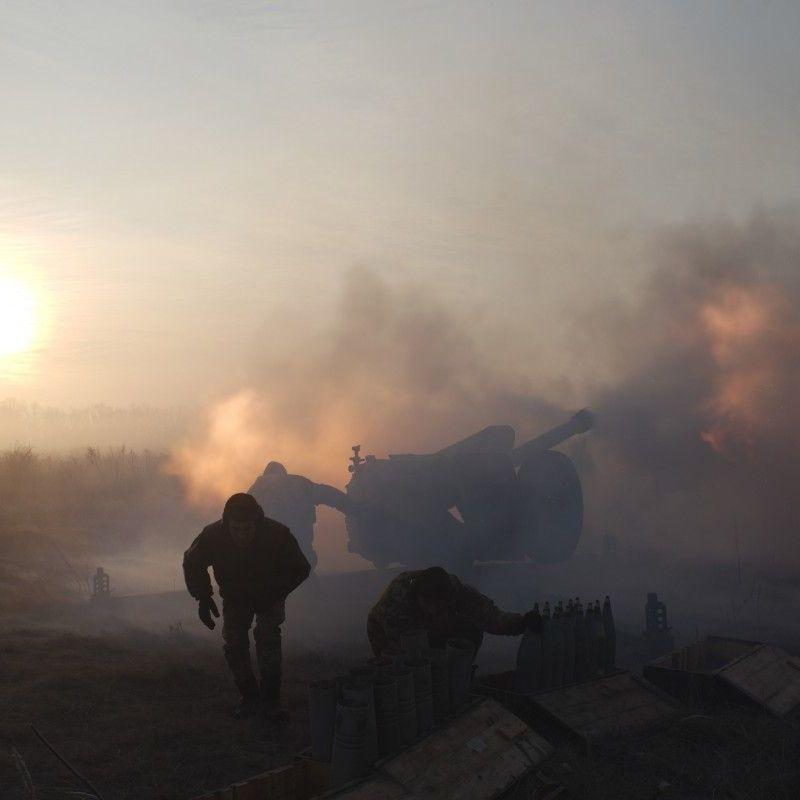 Внаслідок обстрілів один військовослужбовець сил АТО зазнав поранення, четверо отримали бойові травми - штаб