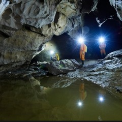 У Швейцарії вісім туристів вже другий день заблоковані в печері