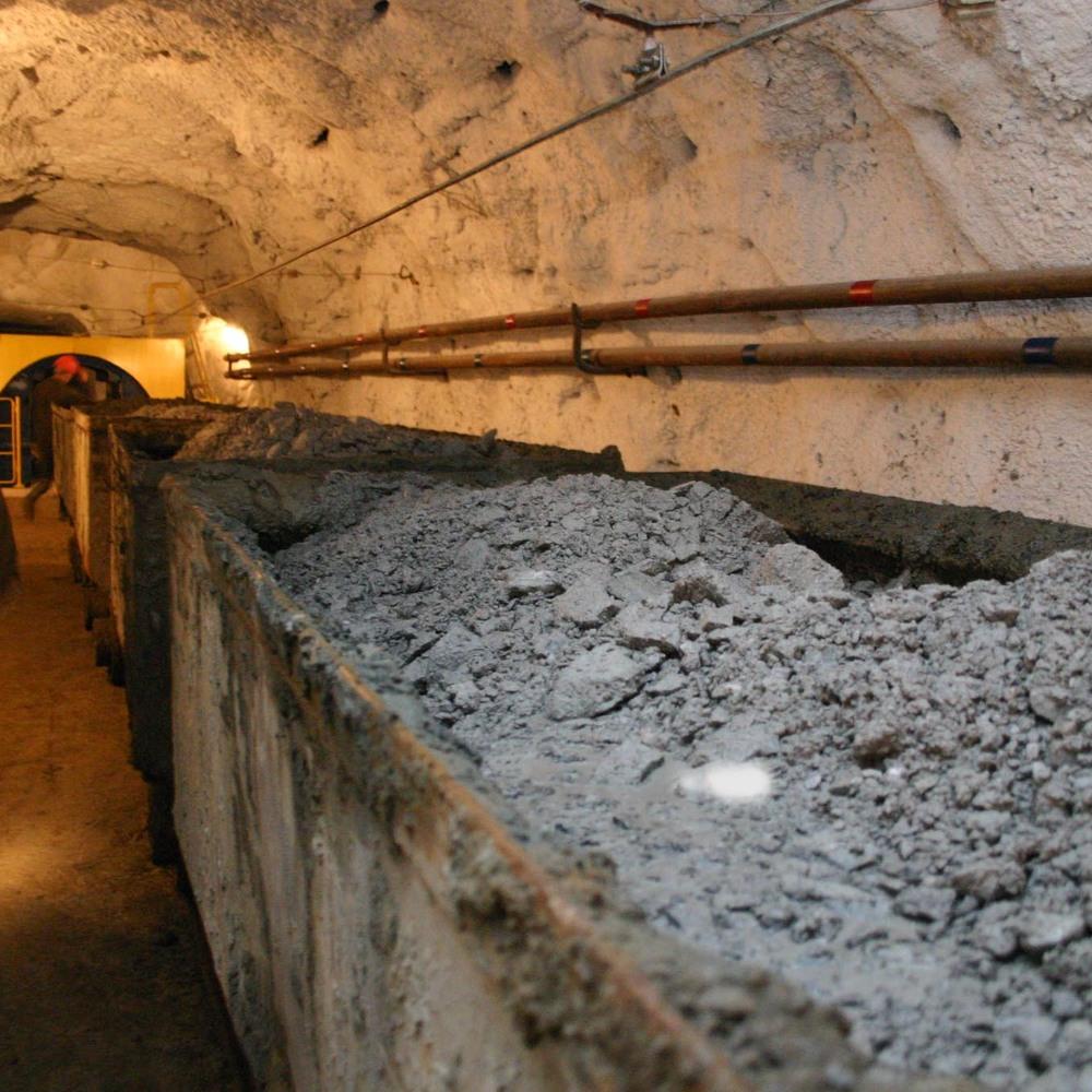 На шахті в Донецькій області стався спалах метану, восьмеро гірників отримали опіки