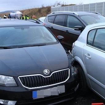 В Німеччині на автобані зіткнулися 17 автомобілів (фото)