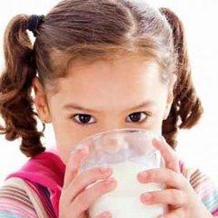 Окупанти в Криму годують дітей у школах та садках молочним фальсифікатом