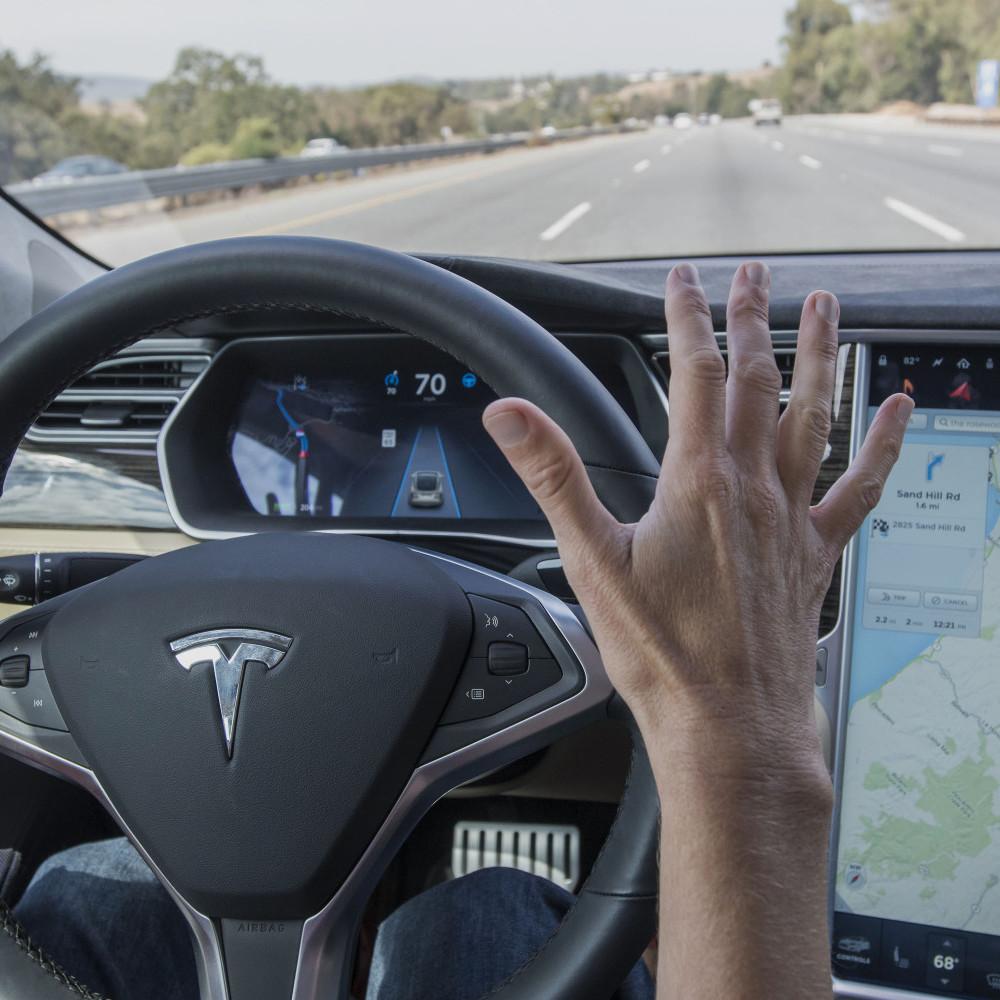 Автопілот Tesla знову став причиною ДТП