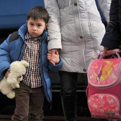 Стало відомо, де в Україні найгірше ставляться до переселенців з Донбасу