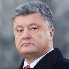 У Давосі журналістка у вишиванці запитала російською у Порошенка про «закон про війну»