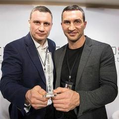 Клички отримали в Давосі спецнагороду за успішне просування позитивного образу України в світі