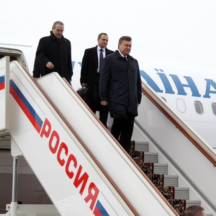Літак Януковича під час втечі змусили сісти погрозами, - екс-охоронець