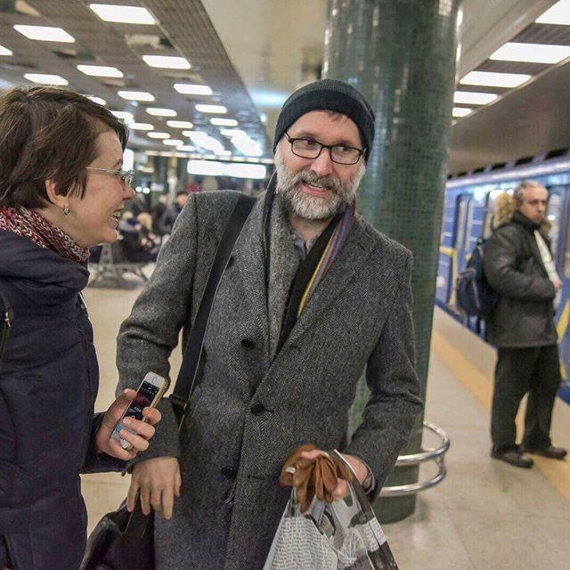 У київському метро помітили композитора Прайса, який написав музику для «Шерлока» і «Володаря перснів» (фото)