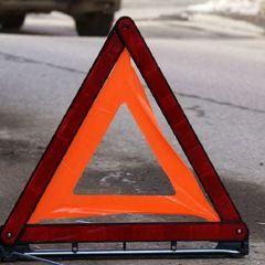 Лобове зіткнення: у Києві водій виїхав на зустрічну смугу і врізався в таксі, де перебували мати з дитиною
