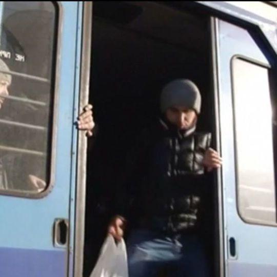 «Укрзалізниця» виплатить кошти пенсіонеру, якого поїзд протягнув по залізничних коліях
