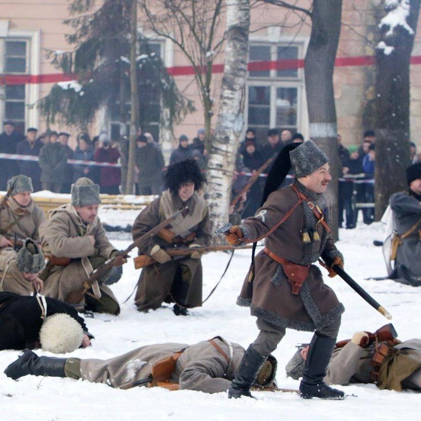 В Івано-Франківську провели реконструкцію бою під Крутами (фото, відео)