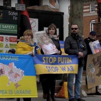 У Лондоні українці пікетували посольство Росії у Великобританії