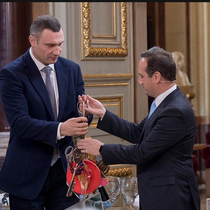 Кличко у Лісабоні передав символічні ключі від Євробачення мерові міста