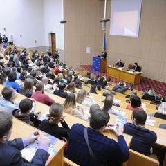 В Україні хочуть запровадити можливість здобувати вищу освіту на роботі