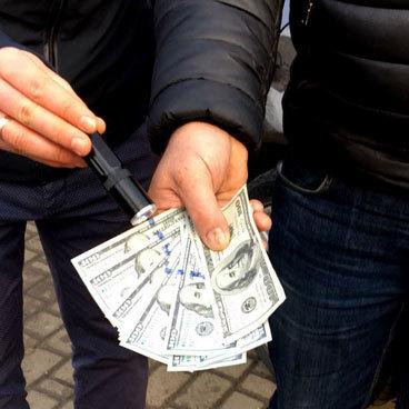 На Волині прокурор за хабар організовував дострокове звільнення засуджених