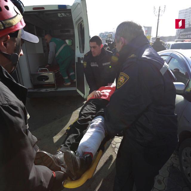 У Тбілісі на станції метро обвалилася стеля, є постраждалі