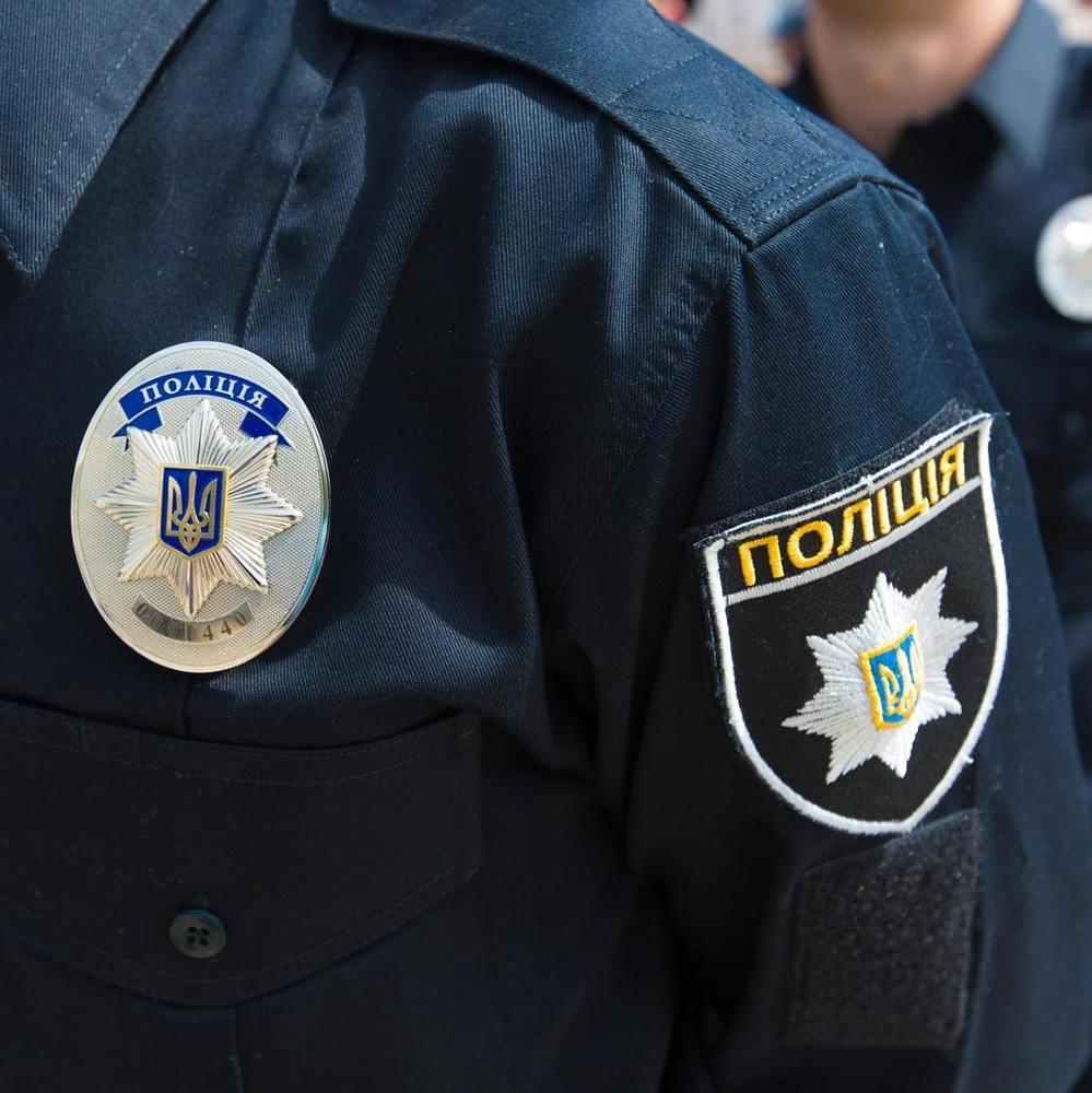 У Києві автомобіль збив дівчину із собакою на переході