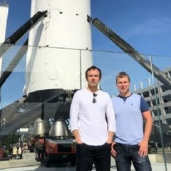 Українець, який працював над Falcon 9, провів для Вакарчука екскурсію по SpaceX (фото)