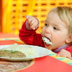 Дітей у дитсадках Житомира годували отруєним м'ясом