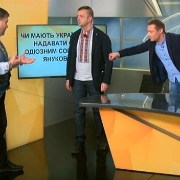 «Війна забере найагресивніших»: «свободівець» Леонов та журналіст Коцаба ледь не побилися у прямому ефірі (відео)