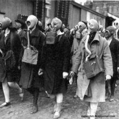 І таке бувало: цього дня у Кам'янці-Подільському відбулася масова хода у протигазах на честь компартії