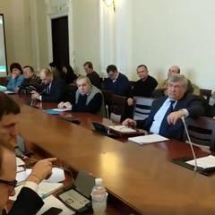 Депутати Київради вирішили робити селфі в маршрутках і метро, щоб зрозуміти проблеми «індійців»