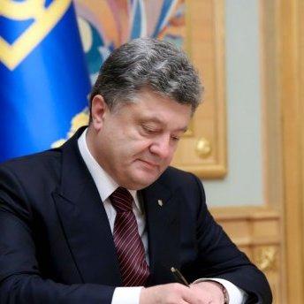 Порошенко призначив стипендії дітям загиблих журналістів