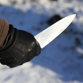 Чоловік з ножем напав на школярку у Харкові
