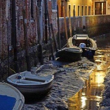 У Венеції пересохли канали - гондоли стоять у калюжах